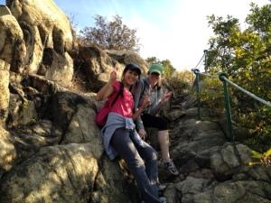 The climb down Yongmasan using rope