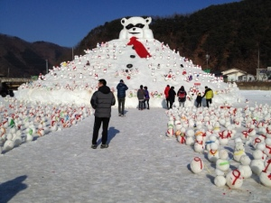 Snow Mountain with make-your-own-snowmen