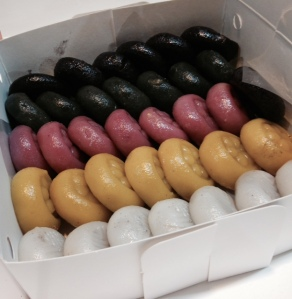 Sticky rice cakes (filled with black sesame) in a variety of colors
