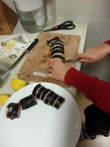 Cutting the kimbap