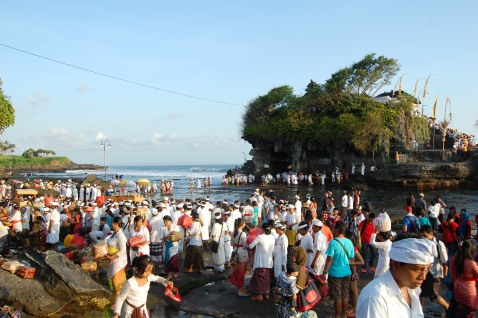 Balinese ceremony at Tanah Lot