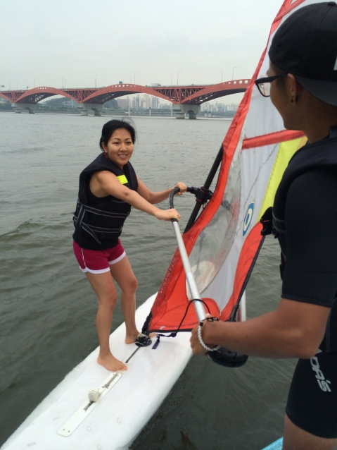 The sail was so heavy!(photo credit: Reigh)