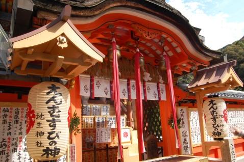 Kiyomizu: smaller shrines