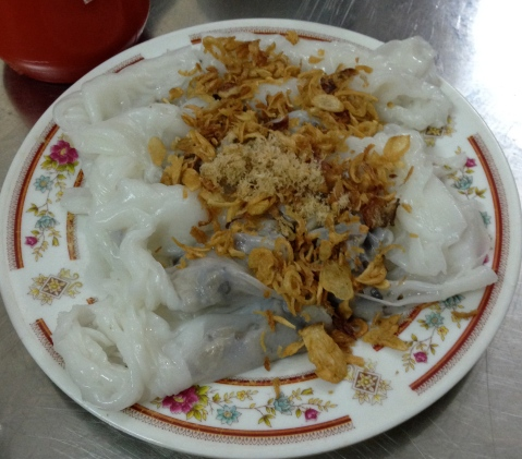 banh cuon thit: steamed rice rolls with pork