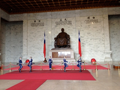 Statue of Chiang Kai Shek and changing of the guard