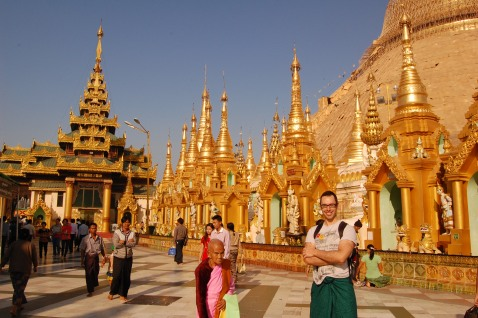Shwedagon Pagoda: It was so bright