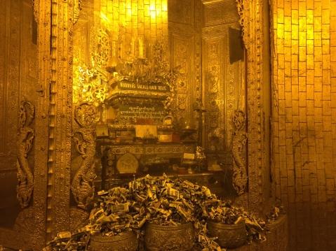 Botataung Pagoda: Buddha's hair relic